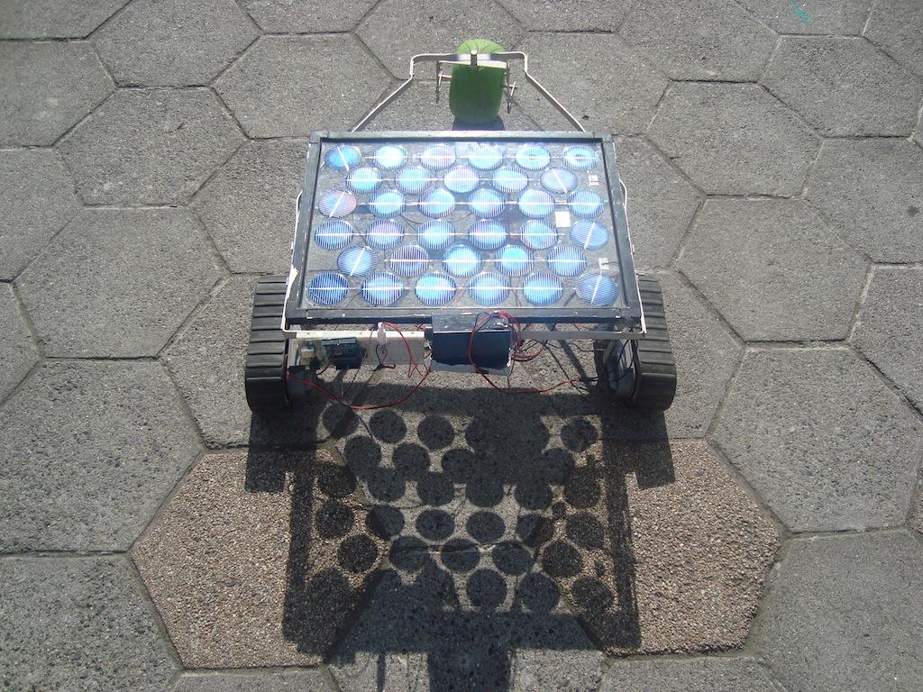 Estoy totalmente orgulloso del equipo de robótica de mi colegio. En el taller que yo...